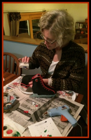 Andrea carefully dusts the glue-covered blades with glitter.