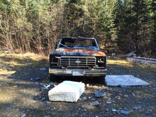 An abondoned truck along the trail.