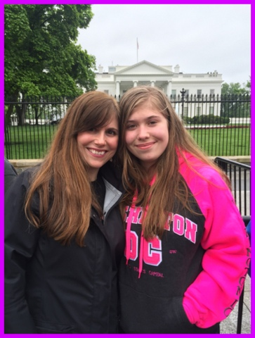 My daughter and I take a photo with the White House in the background.