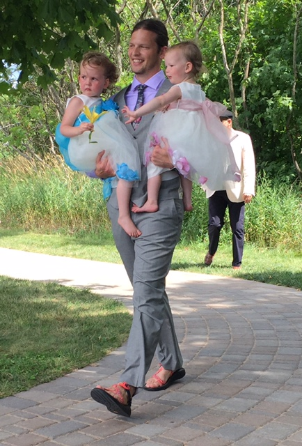 Evan entering the ceremony for the second time: best father and husband around!
