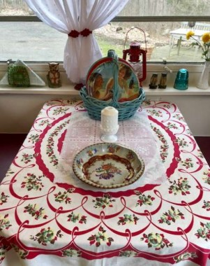 My friend Linda gave me this beauty for my glamper,  Gidget, for my birthday. I love how the colors tie everything together. Vintage linens were made strong and hold their charm!