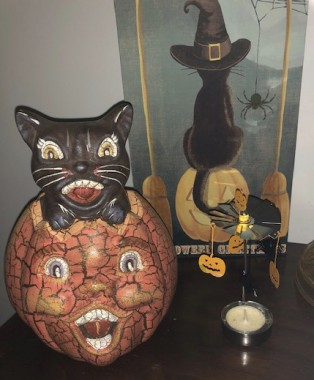 I love the paper mache decorations from the 20s - 40s, but they are usually out of my price range. This inspired cat in a pumpkin has the same vintage charm. From HomeGoods, marked 2001, it's actually terra cotta.