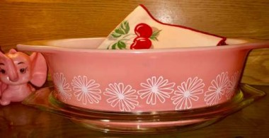 Pyrex Pink Daisy is so pretty it's crazy...