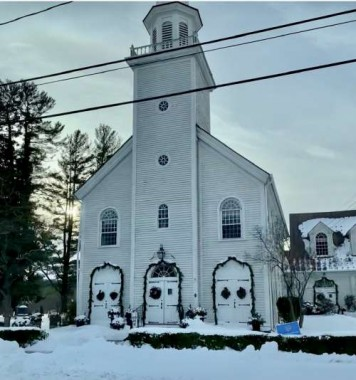 Connecticut looks postcard perfect, like this pretty little church  in Middlebury, CT.